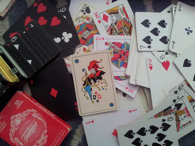 Playing cards © g4ll4is CC BY-SA 3.0 http://bit.ly/2sxfFtR via Wikimedia Commons