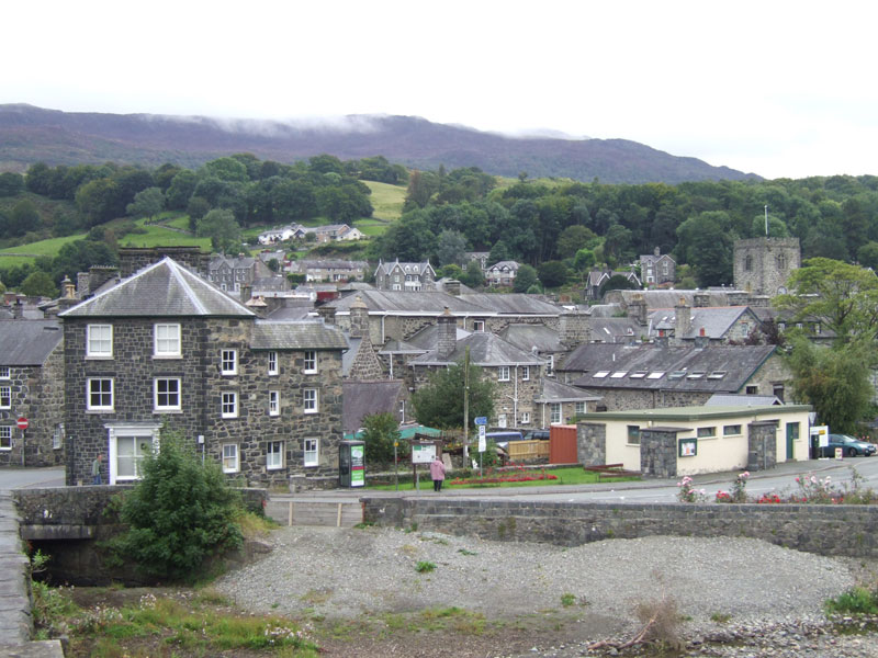 Dolgellau, where Theresa May went for the fateful walk which inspired her to call a snap general election, image by Shadow Shift, published in the public domain.