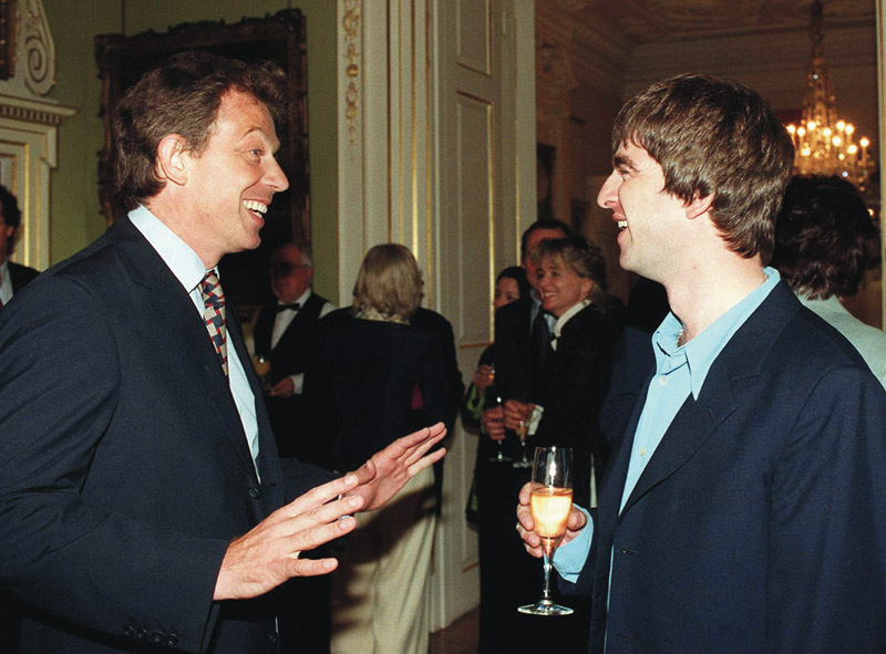 Tony Blair and Noel Gallagher at 10 Downing Street, 1997. © REUTERS/Alamy Stock Photo